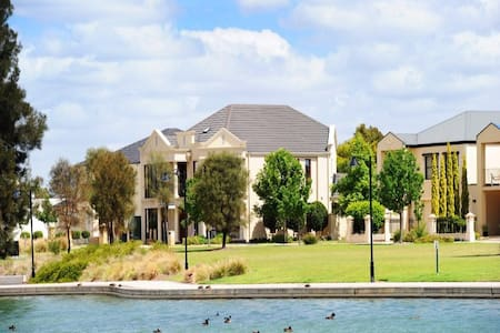 Room with Lake View in Mawson Lakes