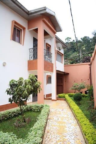 Studio Luxieux à Mbankolo - Yaoundé - Villa