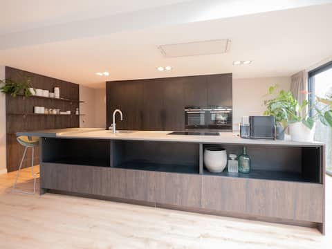 Hosted by Wendy, newly renovated house in Rijswijk