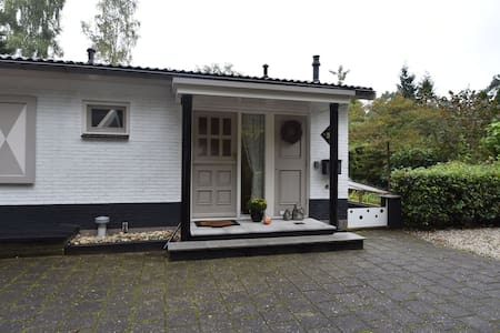Lovely 6-person holiday home with garden, set in the woods of Rijssen-Holten