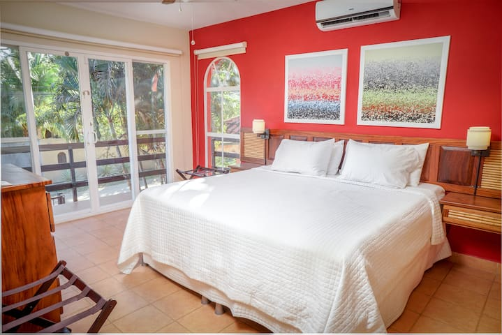 Master king size bedroom with balcony