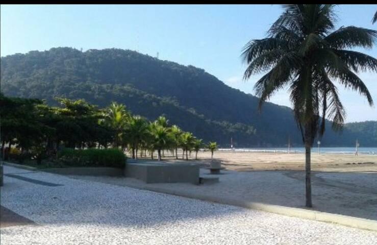 Kit na Praia Grande, Canto do Forte, até 6 pessoas