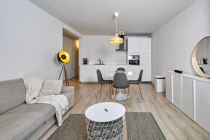 Trendy and cosy apt in the heart of Ghent + Terrace!