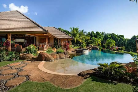 Lahaina Retreat House Two Bedrooms with Pool +more