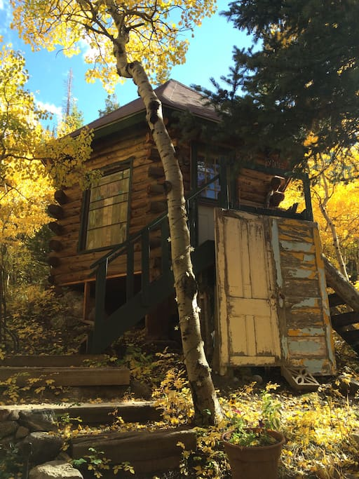 Camping cabin ski hut the treehouse drive in cabins for Ski cabin rentals colorado