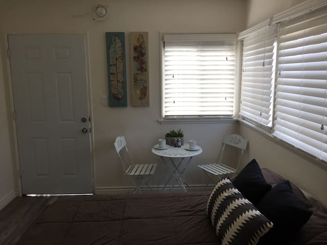 Cozy Comfortable Studio in West Los Angeles