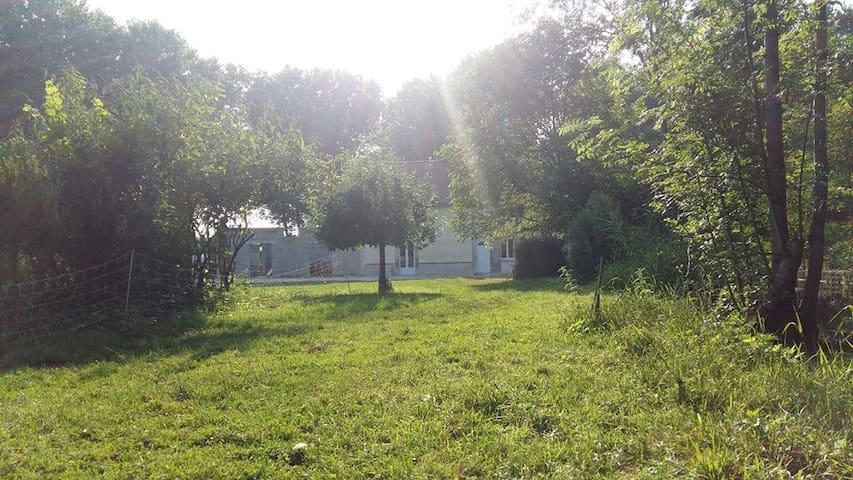 Ancien moulin à eau en pleine nature - Corroy