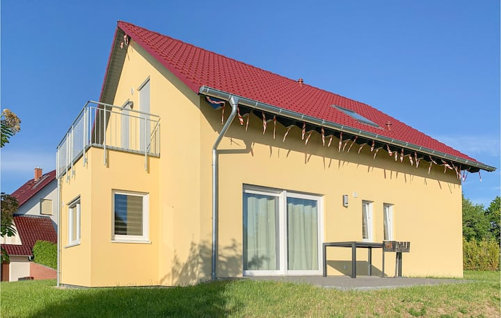 Holiday cottage with 4 bedrooms on 120m² in Boiensdorf