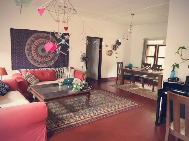 Private Room in Beautiful House, Kololo +  Wifi!