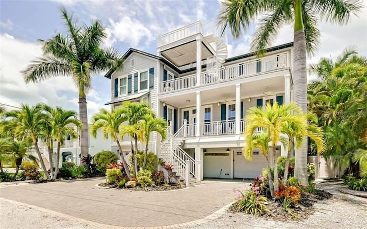 AMI Memories To Be Made in This Beautiful Home with Gulf Rooftop Views!