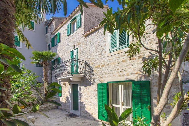Villa Sibenik Palace- in the heart of the Old Town