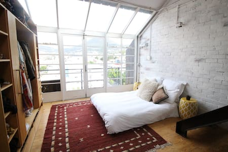 New York Loft waking up next to Table Mountain - Lejlighed