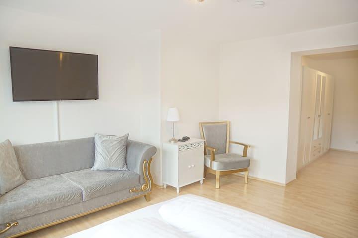 Ulm Mitte—93m² Wohnung—mit Extras, Küche, Balkon..
