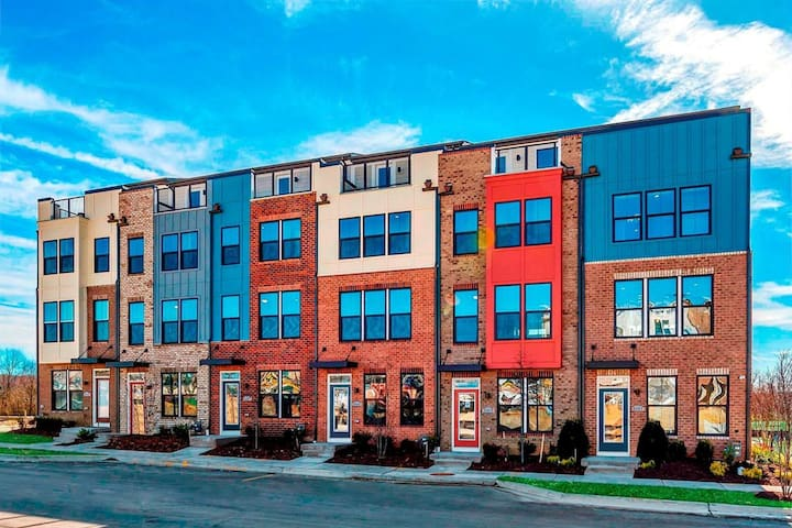 Townhome-Private Bed&bath 4F-2 Min Walk to Metro