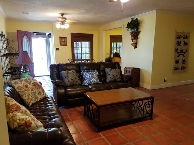C3--Great Cottage w/LOTS of Extras! - San Benito