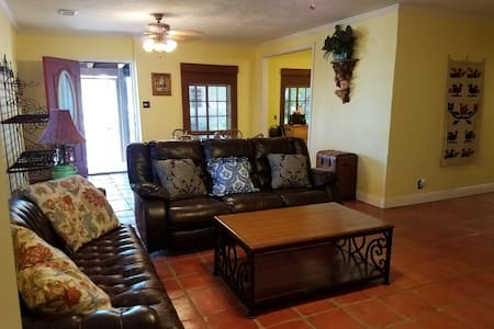 C3--Great Cottage w/LOTS of Extras! - San Benito - Huis