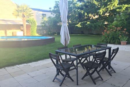 Maison+jardin+piscine+garage:ChambreN°1 SDB privée - Bressuire