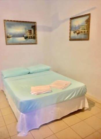 Apia Inn - Shared Dorm Room with Fan