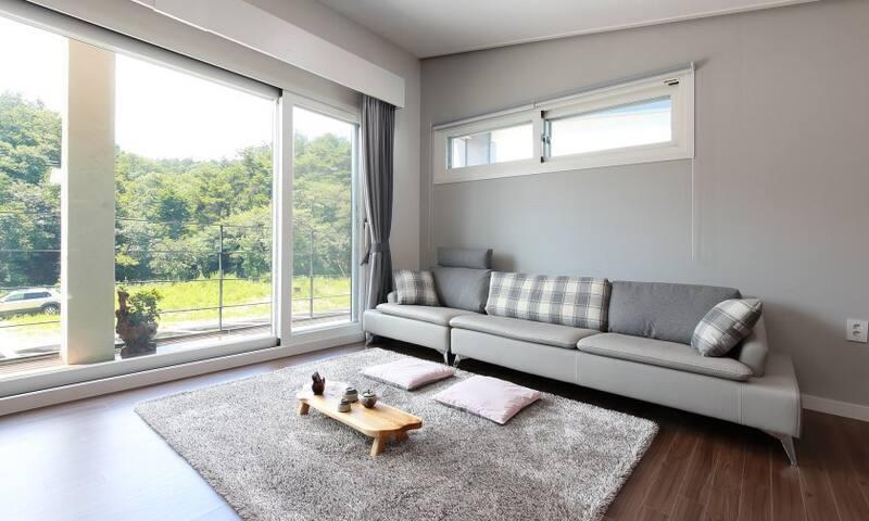 아늑하고 깨끗한 경주 신축 가족 펜션 _ 어느봄날펜션 (Modern style room)