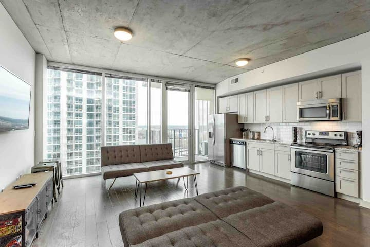 Lux Uptown Studio ★ HighRise~Pool~Gym~Cable F9