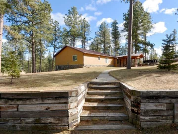 Miners Cabin with Hot Tub and Privacy in the Pines