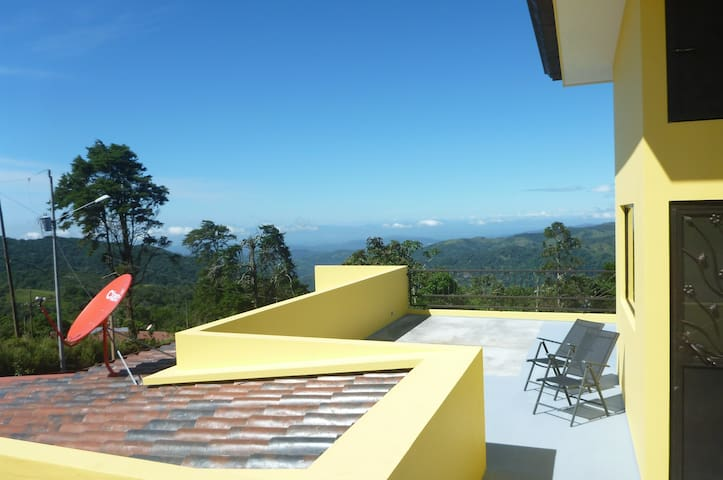 Casa Mostaza: Pacific views from spacious terrace