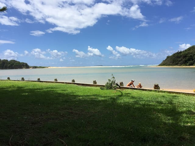 Private self contained cottage minutes to beach