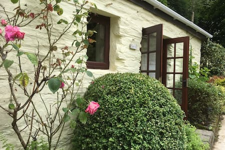 Converted stable in rural gardens - Liskeard