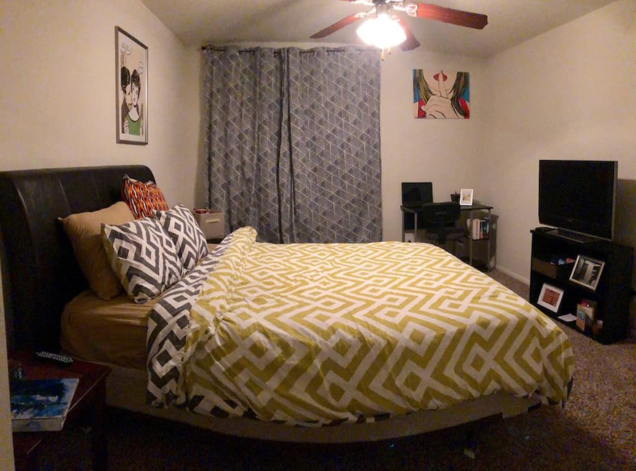Large queen size bed and flat screen with a Roku attached