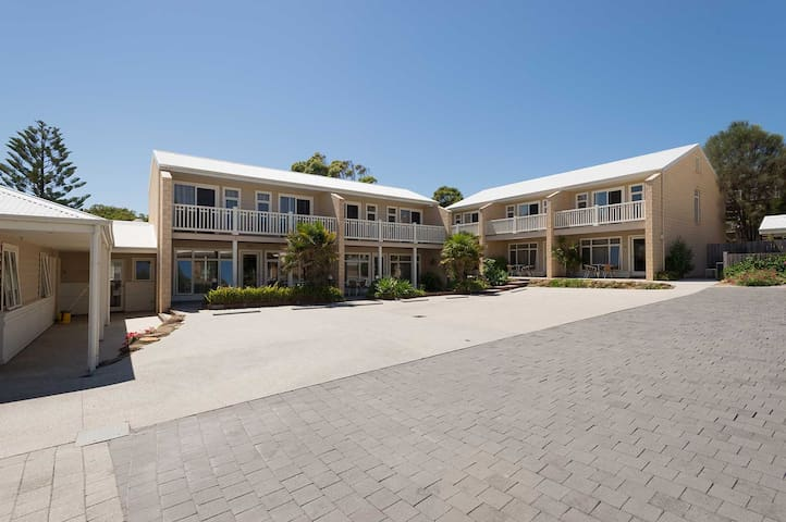 Port Campbell Parkview Luxury 2 Bedroom Apartment