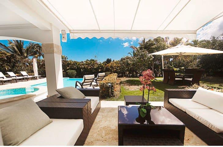Hermosa Villa, rodeada de un maravilloso paisaje