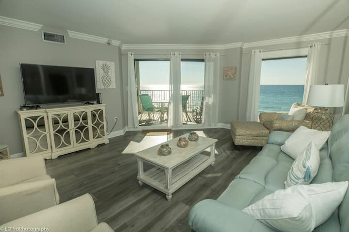 Inlet Reef 307 is a Gorgeous Gulf front 2 BR completely remodeled with amazing gulf views - sleeps 7