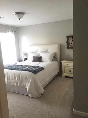 Private Room&Bath/AWESOME LOCATION! CLEAN! - Nashville