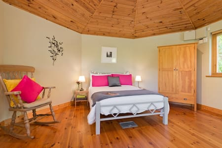 Boutique log cabin, Hill of Tara, Co Meath. - Tara