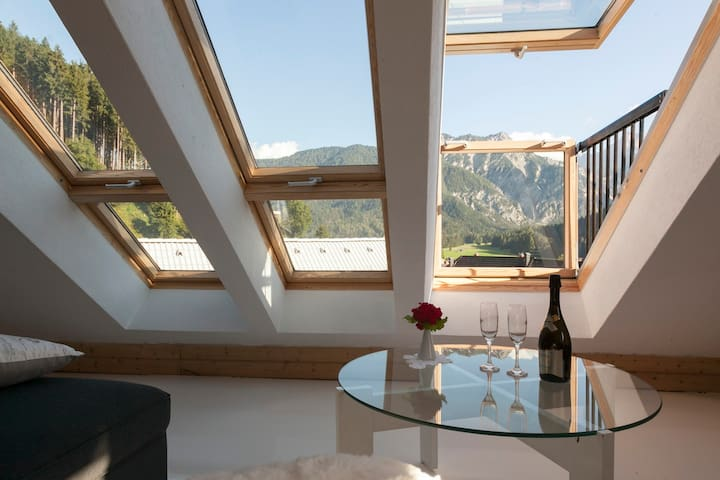 Big apartment in a charming alpine village - Rateče - Vindsvåning