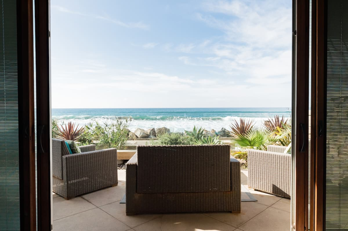 Stunning Seahorse Villa - Beachfront Luxury