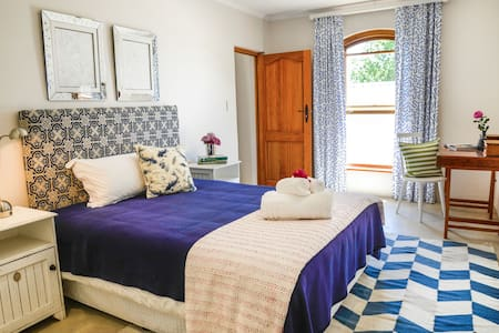 Drakenzicht Homestead Studio in Blue - Cape Winelands
