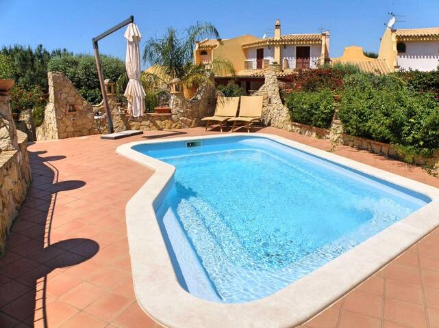 Fantastic Villa Lolly with Pool, Wi-Fi, Air Conditioning & Sea View; Pets Allowed
