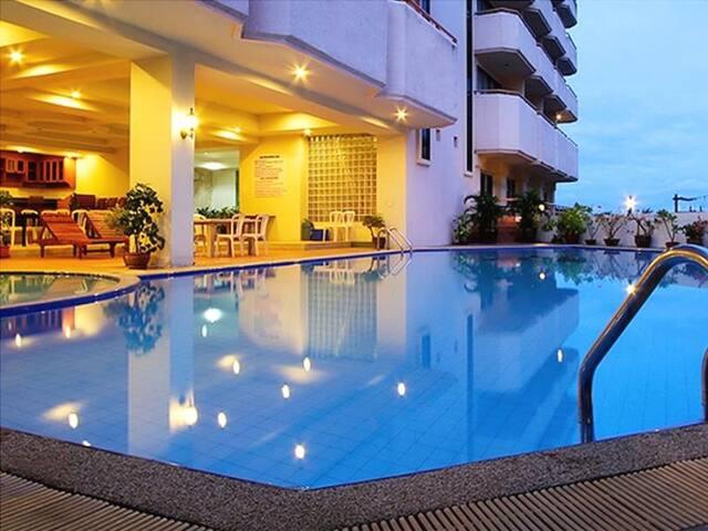 MIKE BEACH RESORT - Pattaya - Bed & Breakfast