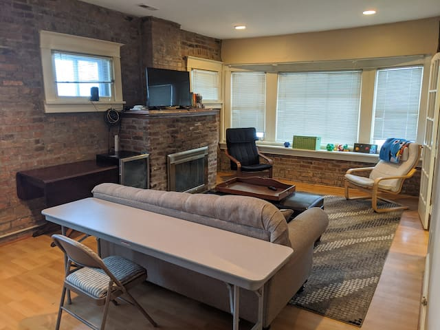 South Hill Brick Beauty - Entire 2 Bed Apartment!