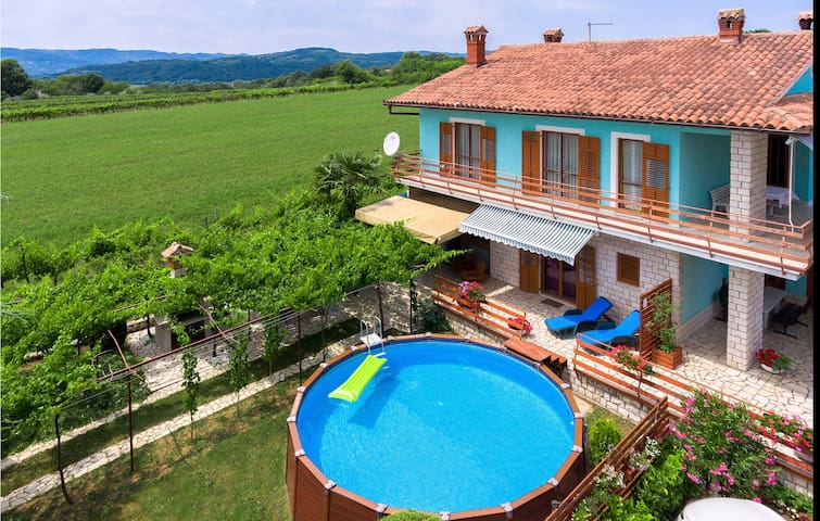 Holiday apartment with 2 bedrooms on 90m² in Krsan