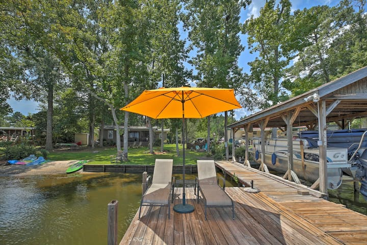 Lake Sinclair Waterfront Home w/Fire Pit+Dock