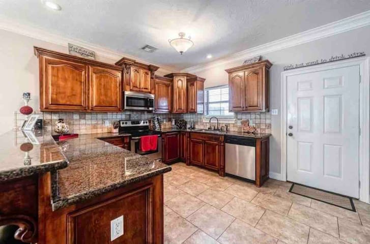 Downtown,King Bed,Minutes from Casinos, Nightlife!