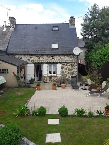 Charmante petite maison en pierres bretonne - Miniac-Morvan - Rumah