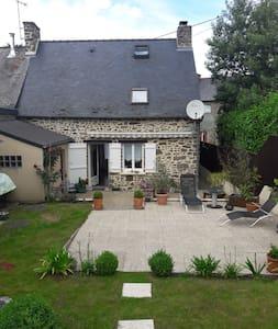 Charmante petite maison en pierres bretonne - Miniac-Morvan - Дом
