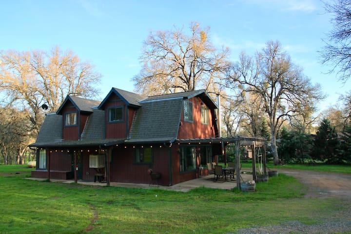 Cozy Mariposa Barnhouse Near Yosemite