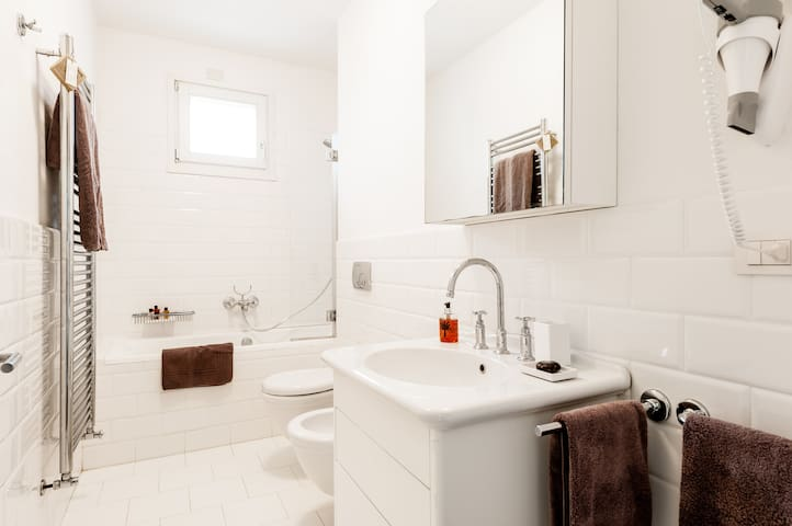 Bathroom in Amedeo Modigliani with bath