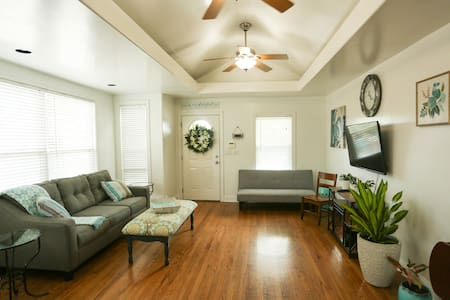 Cozy Plaza home with private parking!