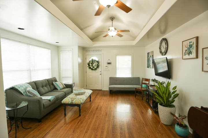 West Plaza gem! Private drive, comfort and style!