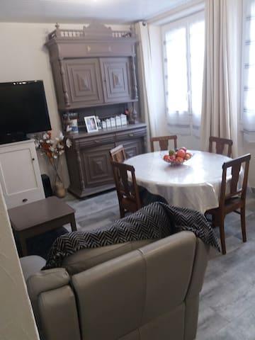 Thiers,appartement F3 agréable pour 5 personnes